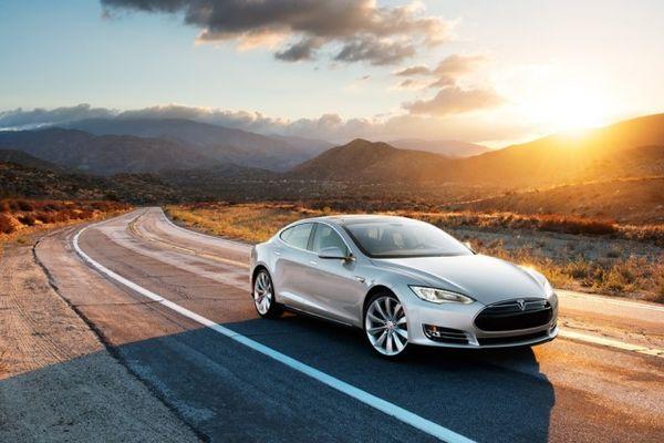 Project 100: US-amerikanisches Carsharing Projekt mit Elektroautos von Tesla