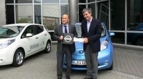 Nissan setzt auf Elektromobilität und unterstützt das Carsharing-Projekt RUHRAUTOe